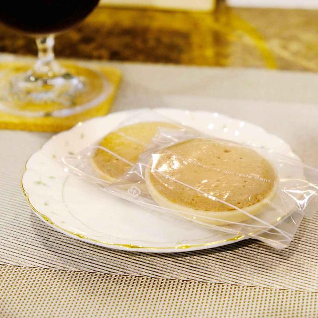 画像: 宇部産米粉を使って作ったお菓子「宇部サブレ」。もなかの皮にサブレ生地。高級発酵バターの風味が豊かでサクサクです。お土産としてもかさばらなくて軽く、荷物にならず渡しやすいのもポイントです。