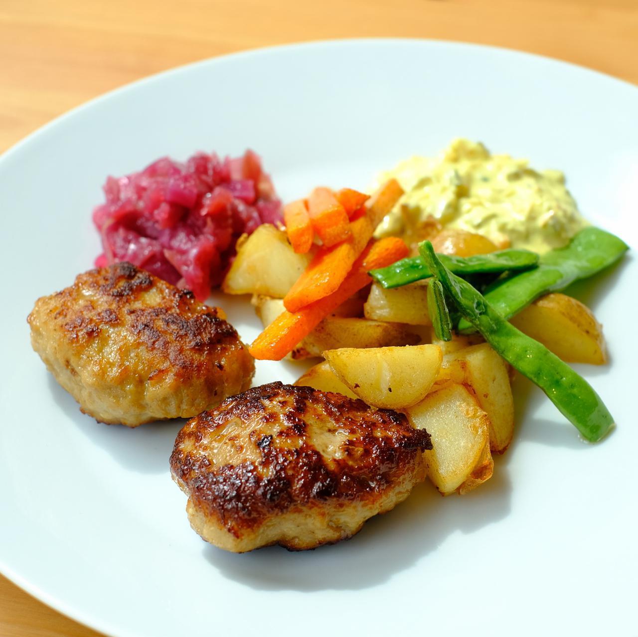 画像: デンマークの家庭料理、ミートボール。デンマークはひき肉に豚肉を使います。旨味が閉じ込められていておいしい!