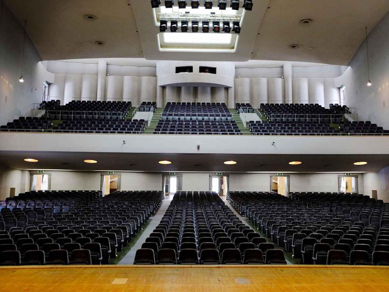 画像: 約1,300席。音響もとても良いそうです。