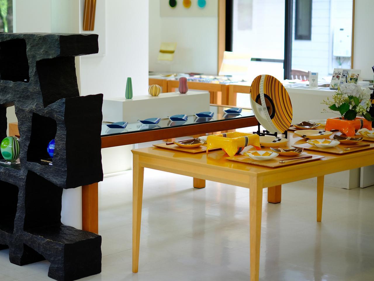 画像: お店全体のコーディネートは空間デザイナーである奥様・久美子さんのお仕事。