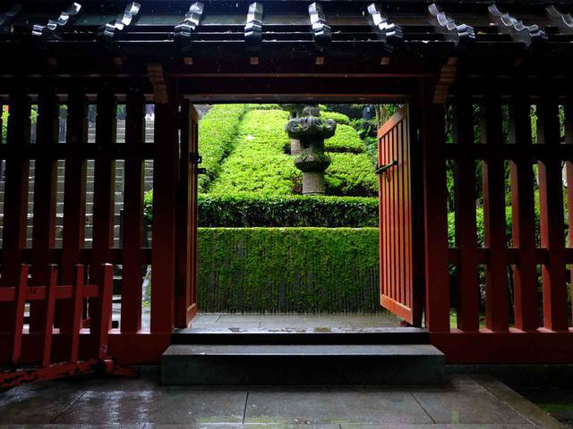 画像: 「来世」を意味する涅槃門をくぐり中へ入ると、いよいよ伊達政宗公の眠る墓所へと近づきます。