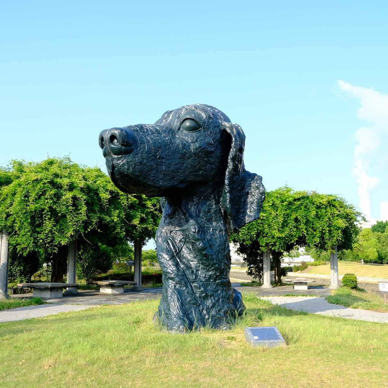 画像: リアルなワンコは「大首Ⅲ」。黒光りする犬は遠くからでも存在感があります。