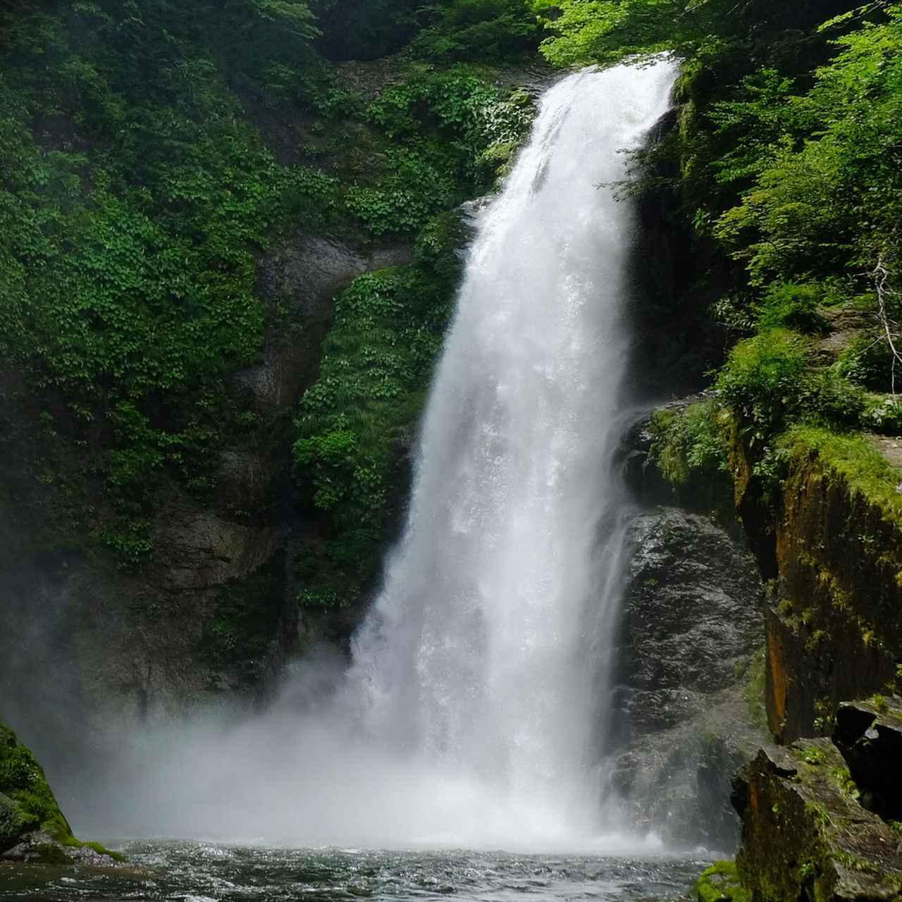 画像: 滝つぼに落ちては湧き上がる濛々とした水けむり。大・大迫力でした。