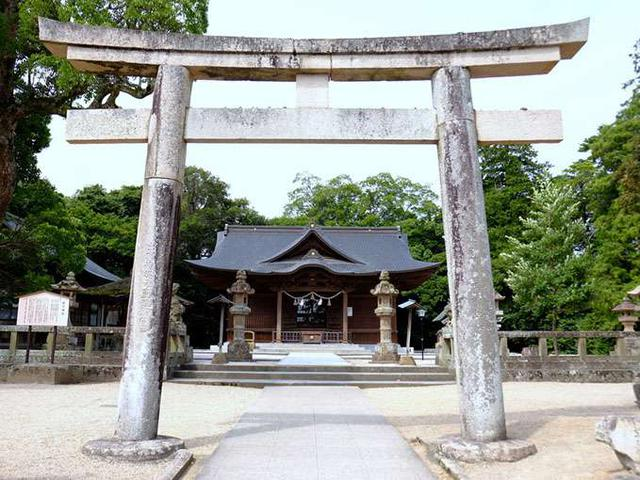 画像: 明治32年、ここへ松江神社を遷座し今に至ります。松江城を建てたことで知られる堀尾吉晴公、松江松平家の初代直政公と七代治郷公、そして徳川家康公が祀られています。