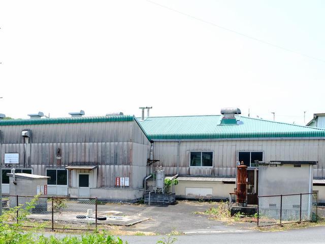 画像: 藤河内の共同工場。大量に処理ができるため効率的です。畑と工場の距離が近いので、酸化する前に加工できるというメリットがあります。