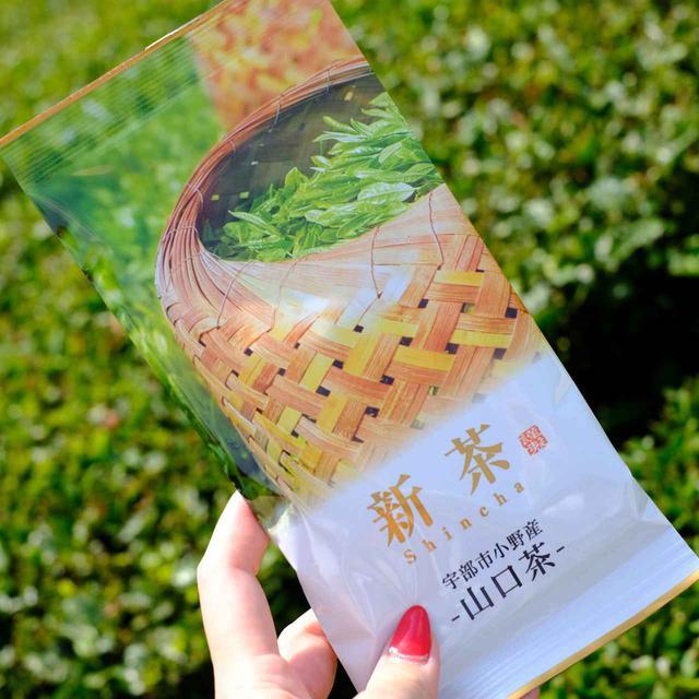 画像: 5月に刈り取った新茶は、既に商品としてパッケージされています。藤河内茶園はすぐ隣に製茶工場を併設しているので、新鮮なうちに摘み取ったお茶を加工することが出来ます。