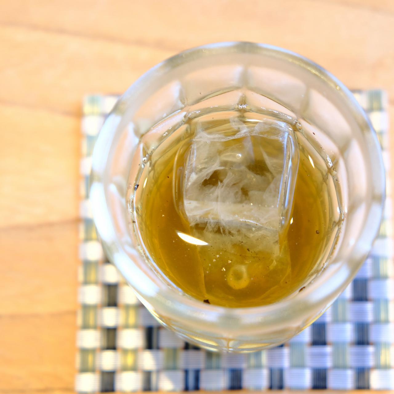 画像: この日は真夏の如く暑かったので、席についてすぐの冷たいほうじ茶がとっても美味しかった…。