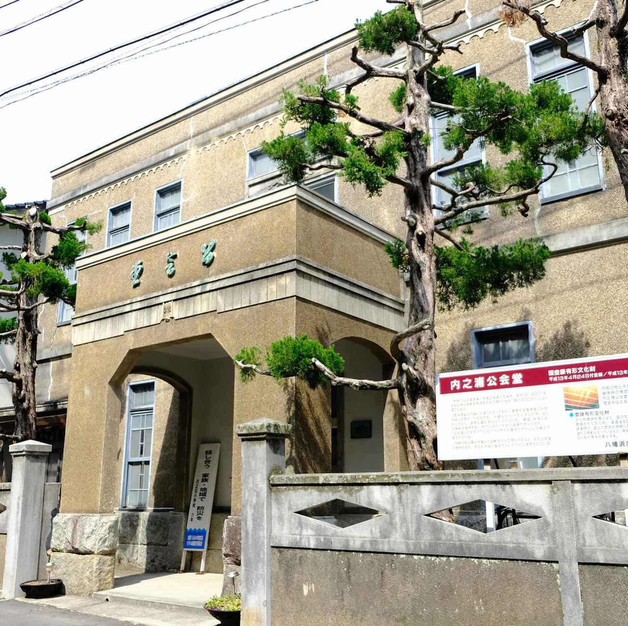 画像: さらに進んで内之浦公会堂。内部には入れませんでしたが、こちらは国登録の有形文化財です。細かいところに細工が施されていて通好みな雰囲気です。