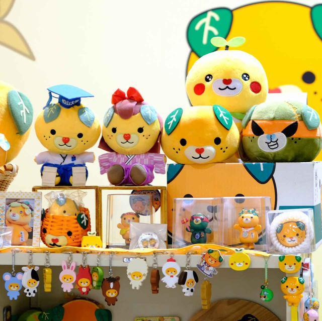 画像: 愛媛県イメージアップキャラクター「みきゃん」がいっぱい!県庁内にある「みきゃんセンター」です。