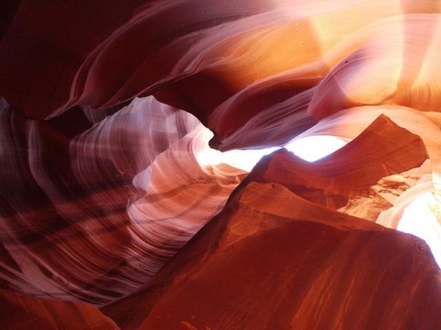 画像: 9.【アンテロープキャニオン】差し込む光が幻想的な「ザ・ビーム」は必見