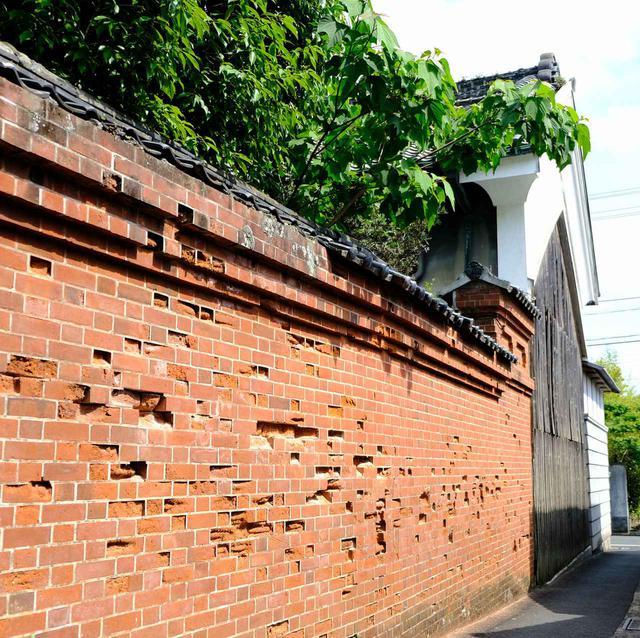 画像: 「西のおやけ」と呼ばれる菊池邸。こちらも入館不可でしたがレンガ積みの壁を持つ豪邸でした。