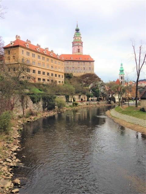 画像: 【クルムロフ城】庭には熊、壁はだまし絵…見どころ満載の城