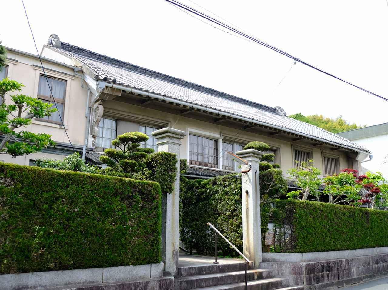 画像: 旧白石和太郎邸すぐ隣にあるのが旧宇都宮壮十郎邸。膨らんだむくり屋根が特徴です。