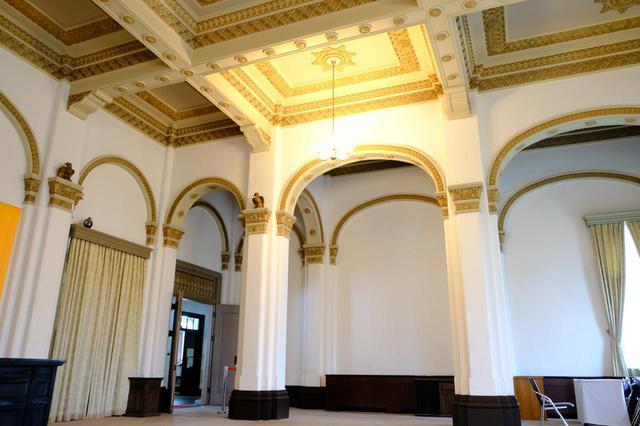 画像: 2階にある貴賓室。天皇皇后両陛下もお迎えしたという来客用の部屋です。