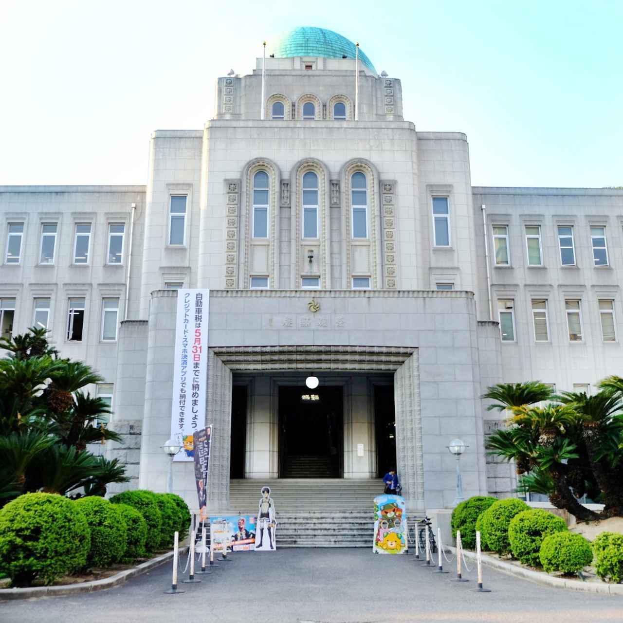 画像: 萬翠荘からも歩いて行ける愛媛県庁舎へ。ドームを中心に置き左右対称の気品ある本館。