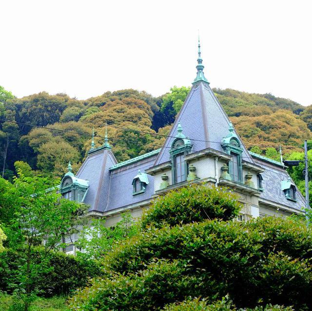 画像: 最初に訪問したのは萬翠荘。松山城の一角に建てられた洋館です。