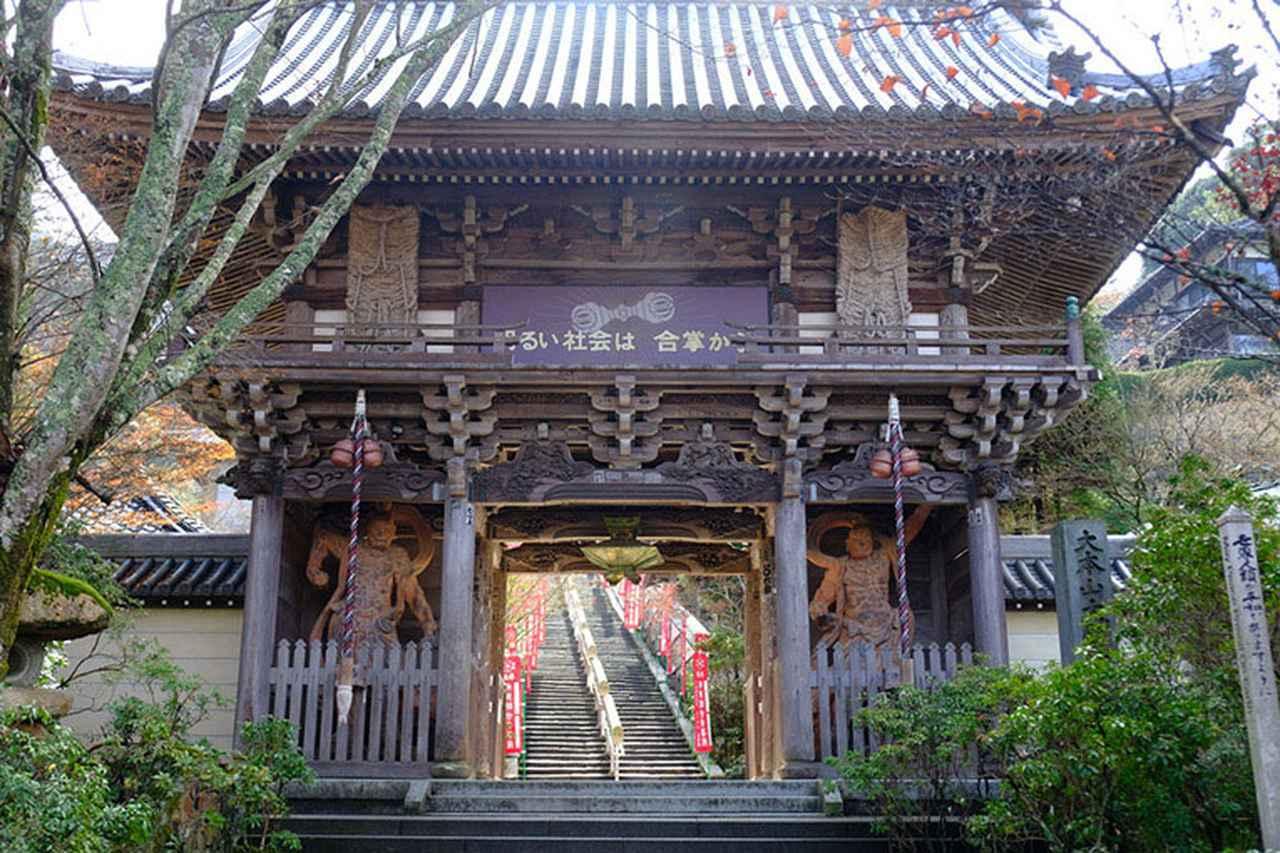 画像: 仁王門。こちらは昭和になってからの再建。ここから昇り階段です。