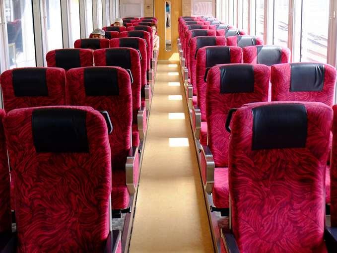 画像: 席はすべて指定席です。