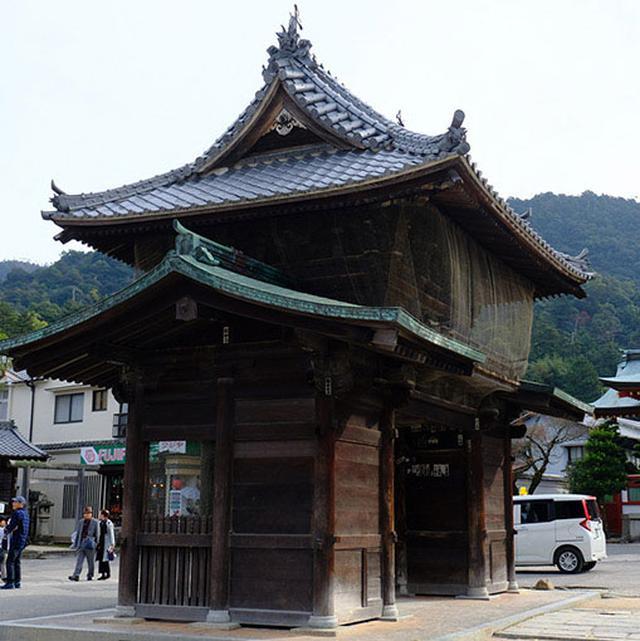 画像: 五重塔も千畳閣も、神仏習合時代には大願寺が管理していました。大願寺は楼門の形が特徴的です。