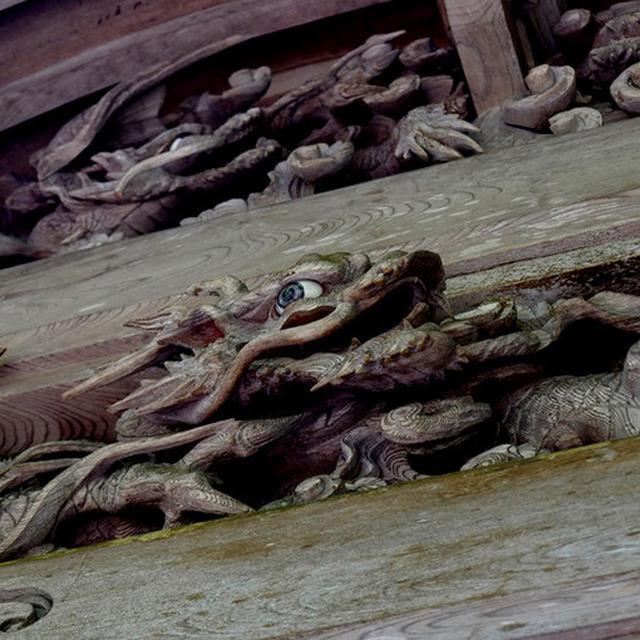 画像: 承陽殿には流麗な龍の彫刻が施してありました。