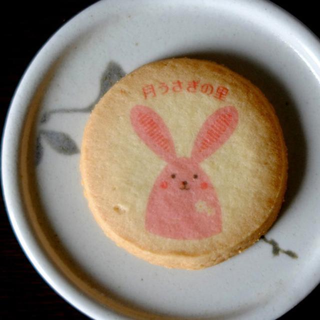 画像: キャン・バスのチケットにはプレゼントが用意されています。月うさぎの里では可愛いうさぎクッキーがもらえました♪