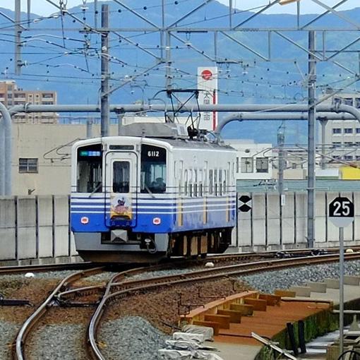画像: えちぜん鉄道は勝山の恐竜博物館や東尋坊などへ行くのに便利です。永平寺へ行くには永平寺口下車してから徒歩で7.5キロもあります。