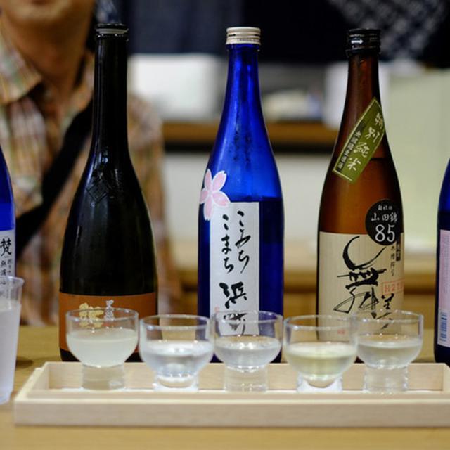 画像: この日の5種類。丁寧に教えていただきながら、個性的なものから優しい味わいのお酒までテイスティングしました。料金は500円です。(内容は日替わりです)