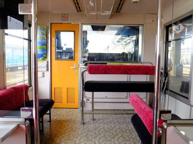 画像: 共用スペースは窓に対面でき、また正面も開放的で列車旅を存分に楽しめます。
