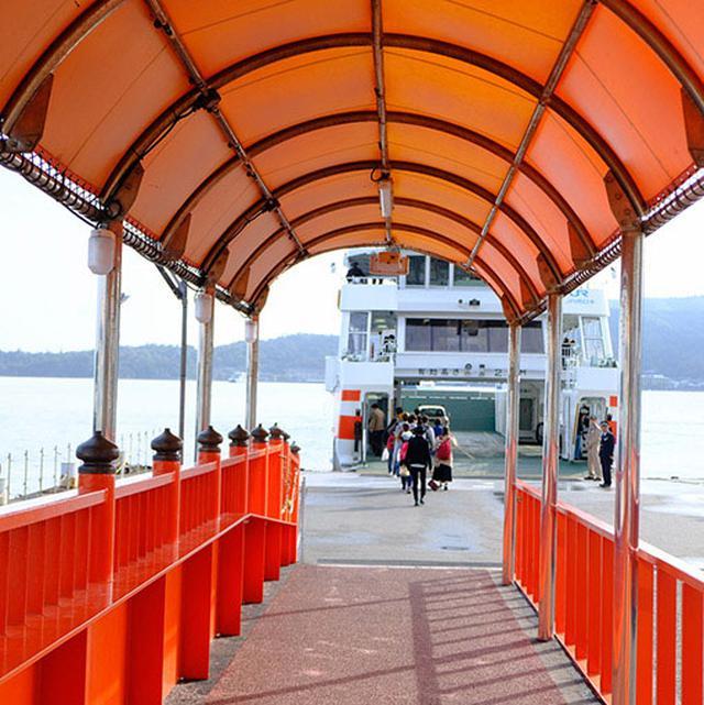 画像: 早速宮島口からフェリーへ乗り換え。宮島を目指します。