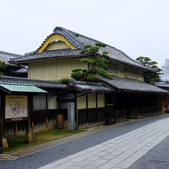 画像: まずは屋根が素晴らしいこちら!竹鶴酒造と同じ筋にある「松阪邸」。瓦が大好きカワラーとしての血が騒ぎます。