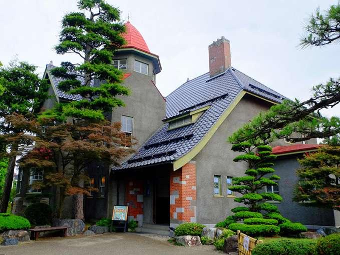 画像: 「大正浪漫喫茶室」。藤田記念庭園の門内にあります。ステキな洋館です!