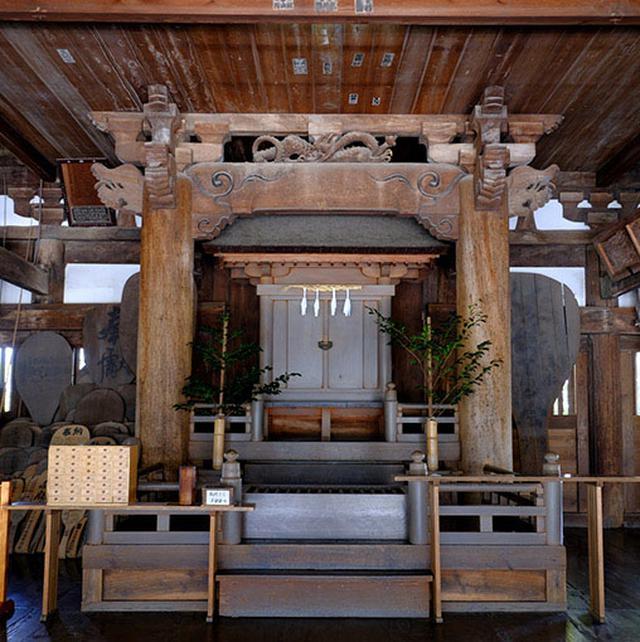 画像: 千畳閣の中に構えられた豊国神社。秀吉が祀られている神社で、ご朱印もいただけますよ。