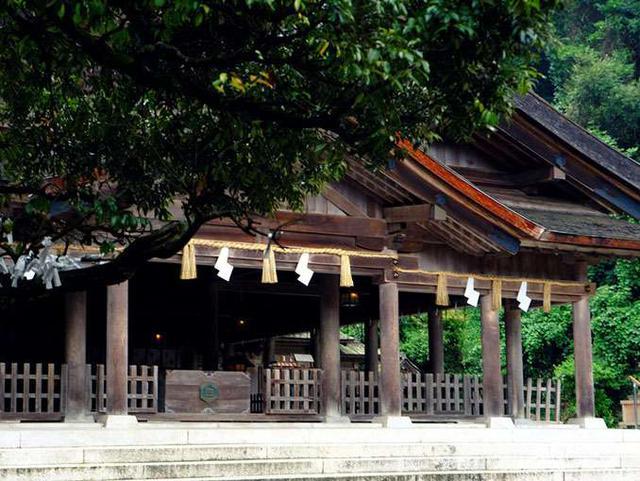 画像: まさに質実剛健、古式ゆかしい神社です。