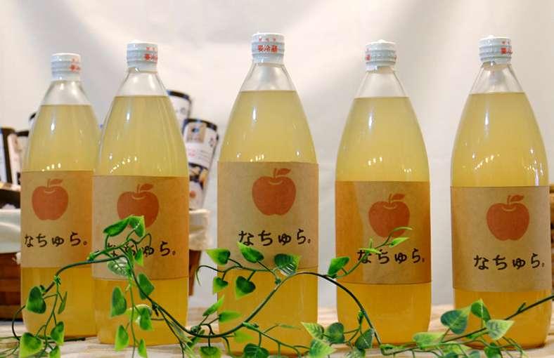 画像: 可愛いパッケージが目を引くりんごジュースが売っていました。