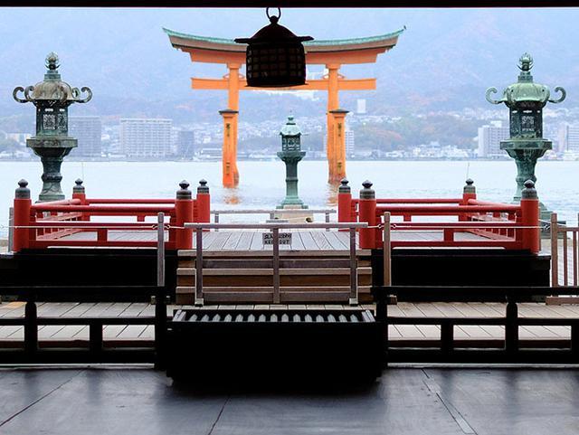 画像: 前日反対側から見た場所を改めて。本殿前から大鳥居に向かってみた景色。
