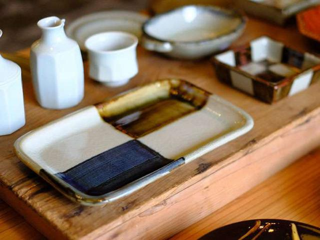 画像: 独創性あふれ、創作を盛り込んだ器が多い地域。袖師窯の器。