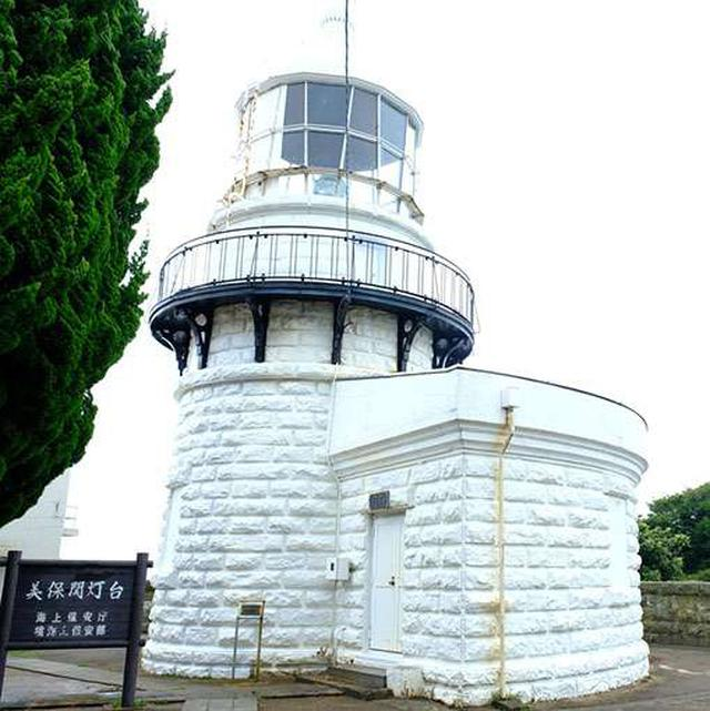 画像: ぽってりとしたフォルムの可愛い灯台。こんな愛らしい姿なのに「世界の歴史的灯台100選」に選ばれるという優秀な子なんです!