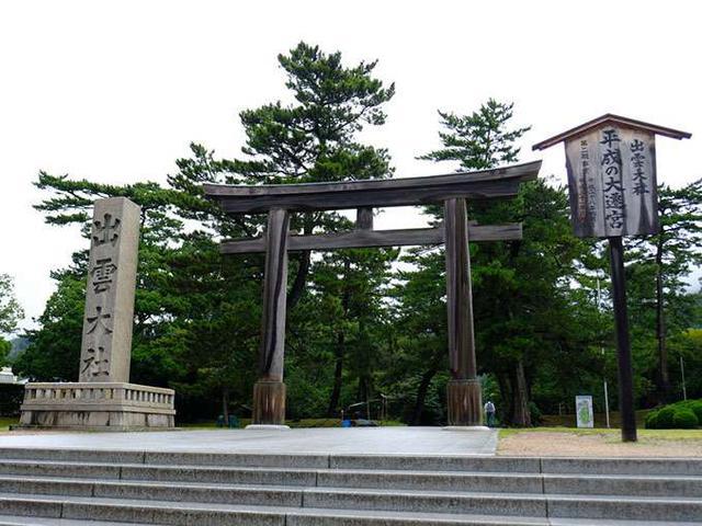 画像: 出雲大社には4つの鳥居があり、こちらは二の鳥居、木造です。この場所を勢溜(せいだまり)と言います。