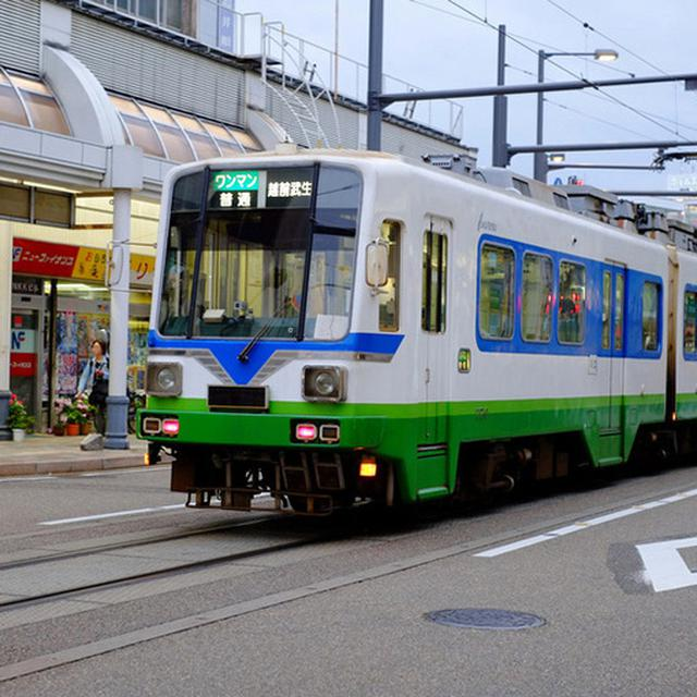 画像: 福井市、鯖江市、越前市という都市間を結ぶ市電。街歩きの際、目印になってとても助かりました。
