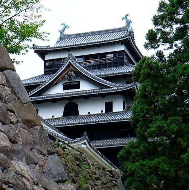 画像: 下から眺めるお城もいいものです。