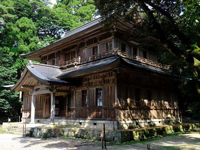 画像: 彰古館。木造2階建て、重厚感ある建物で登録有形文化財に指定されています。中には出雲大社境内の模型や資料などが収められています。