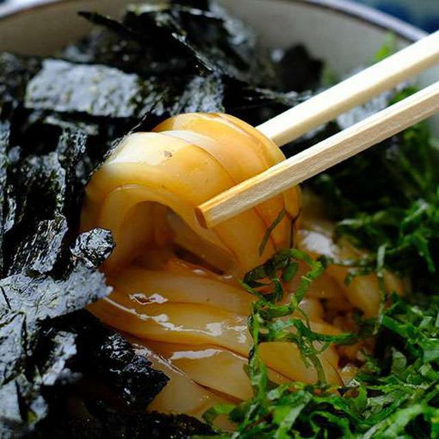 画像: 日本海のイカ最高!ほんのり甘めのお醤油味に仕上げた極上の新鮮丼です。