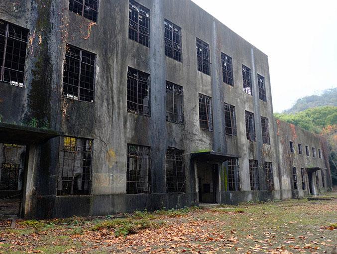 画像: 完全な廃屋となっており、中への立ち入りは禁止されています。