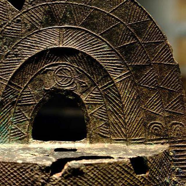 画像: 亀の絵がある銅鐸。