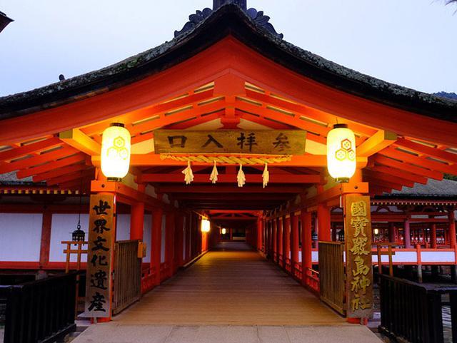 画像: 翌朝。一番早いフェリーに乗って嚴島神社朝詣でにやってきました。フェリー始発は6時25分でした。