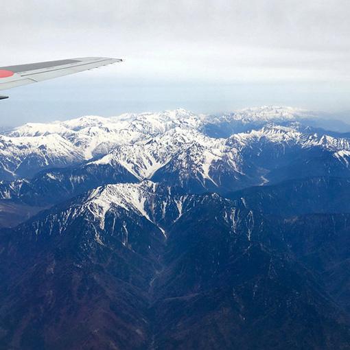画像: 小松空港到着前に見えた美しい山々。(スマホで撮影)