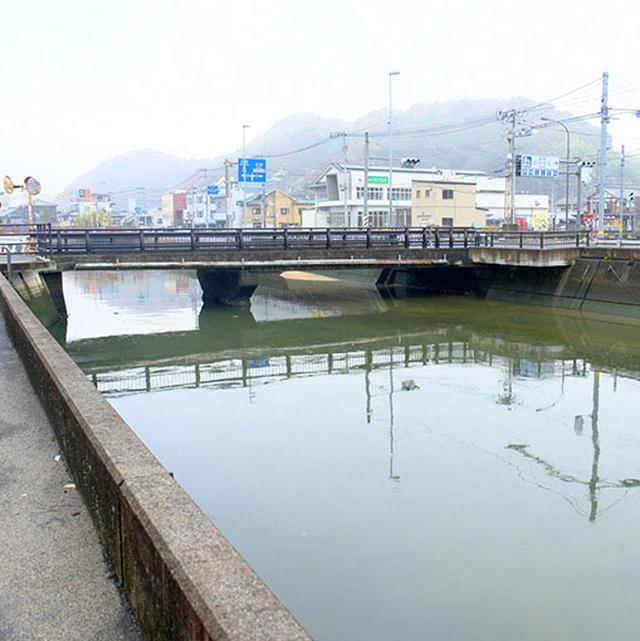画像: 本川。これは人工的な川で港でした。ここを通り、竹原で作られた塩が全国へと運ばれていきました。