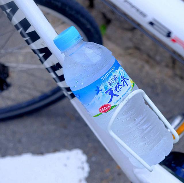 画像: それにしても暑かったです…!水分補給をしっかり摂って、帽子も脱ぐことはありませんでした。水はあっという間にお湯になります…。