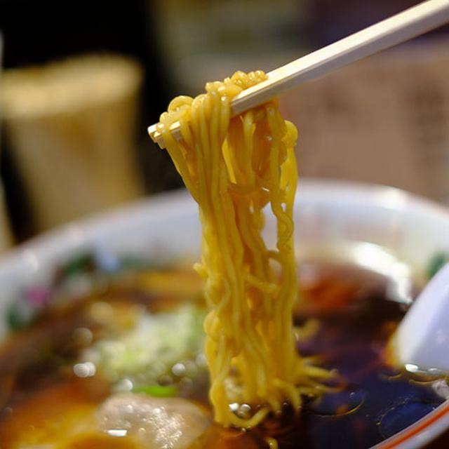 画像: 濃い色のスープは見た目よりもあっさり優しい。