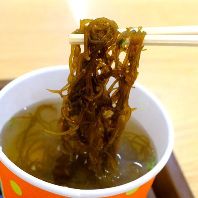 画像: もずくスープもオーダー。生姜が効いていてあたたまる~